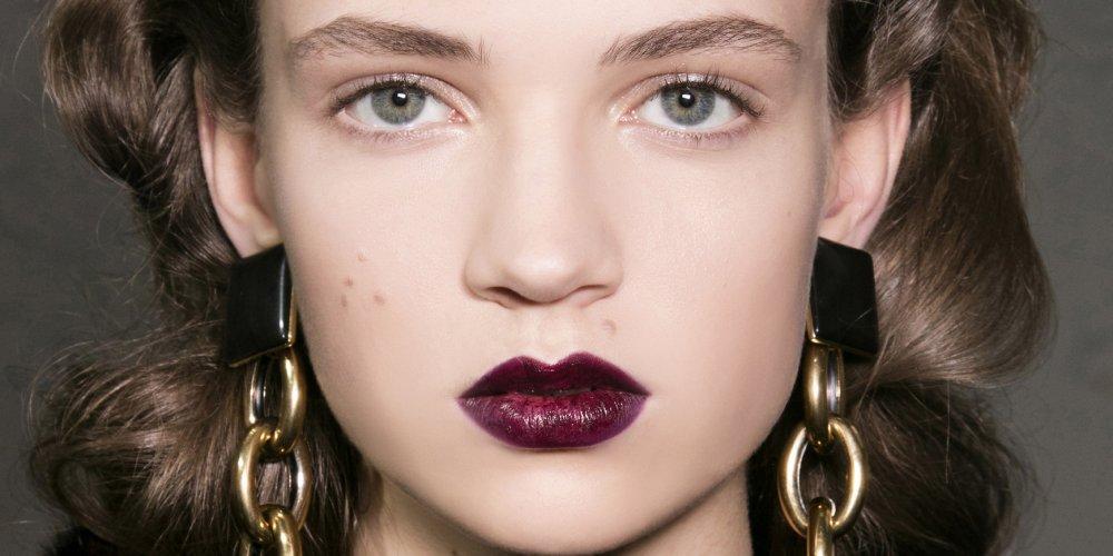 rouge à lèvres bordeaux